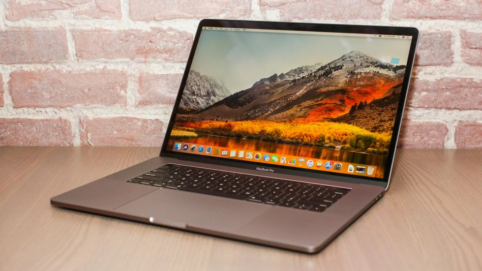 Macbook Pro 15 inch touch bar 2019